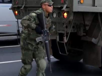 Un soldado del ejército de Brasil, patrullando las calles durante los Juegos Olímpicos de Río 2016