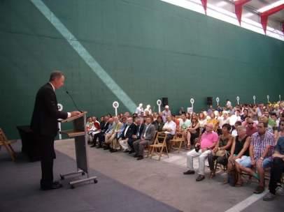 El alcalde de Biescas durante su intervención