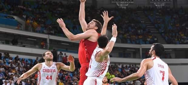 Pau Gasol lanza a canasta ante Croacia