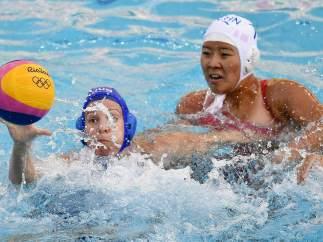 Las chicas de waterpolo debutan con derrota 4-11 ante EE UU