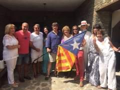 Carles Puigdemont en una comida con amigos en Cadaqués