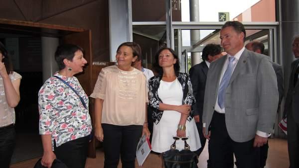 Alcaldesa Antes Del Acto De La Fidma,, Junto A Felisa Soria, Almudena Cueto Y Fe