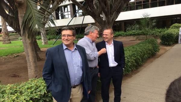 Javier Doreste en primer término, con sus socios Pedro Quevedo y Augusto Hidalgo