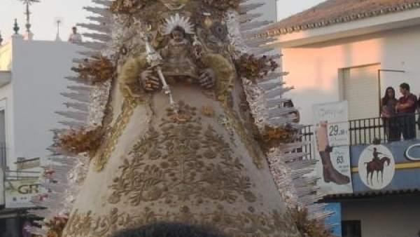 La Virgen del Rocío procesiona con motivo del bicentenario del Rocío Chico