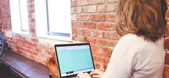 Joven, adolescente, ordenador, internet