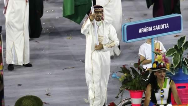 La delegación saudí en la inauguración de Río 2016, encabezada por la española Marta Téllez