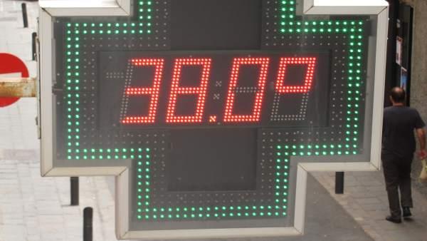 Termómetro marcando 38ºC