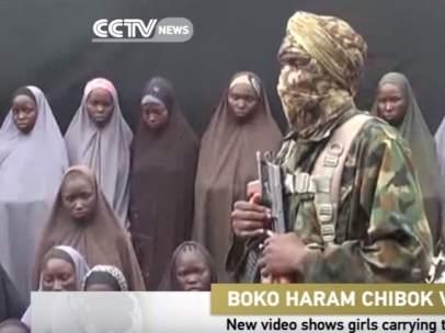 Captura del video de Boko Haram con las niñas secuestradas