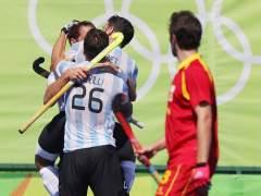 Argentina manda a casa a España