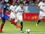 Luis Suárez marca en el Sevilla - Barça