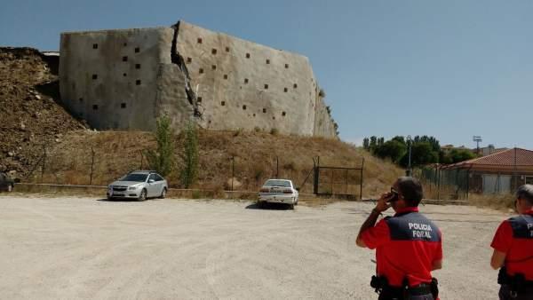 Derrumbe parcial de muro en el aeropuerto de Noáin-Pamplona, sin heridos.