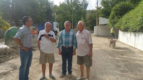 Jódar (1i) visita los trabajos tras la riada en el Puente Jontoya.