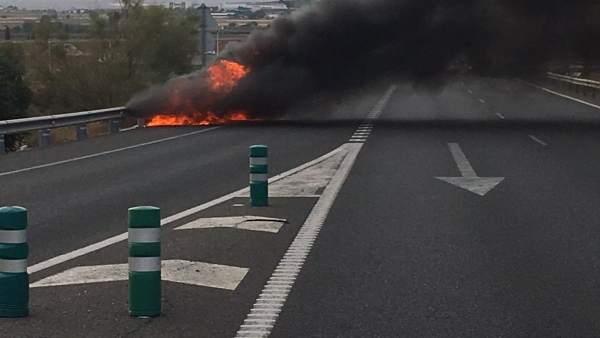Vehículo incendiado Antequera