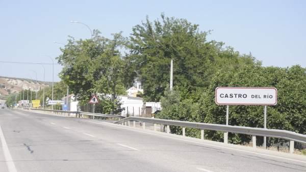 Paso de la carretera N-432 por Castro del Río