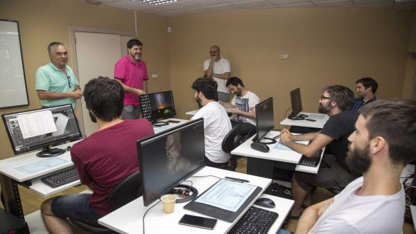 Entrega de diplomas de un curso sobre videojuegos