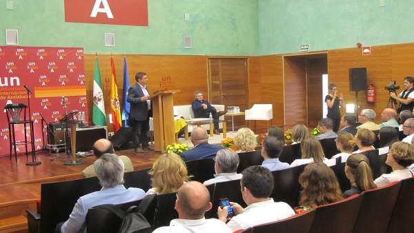 Reyes, durante su intervención en la apertura de los Cursos de Verano 2016.