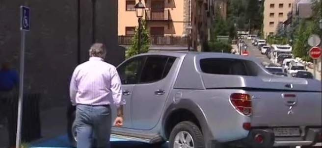 Luis Bárcenas al salir del juzgado de Vielha