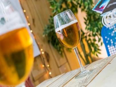 Imagen de unas cervezas en un bar