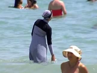 Polémica por el burkini en las playas