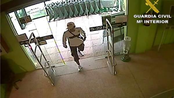 El hombre grabado por la cámara de seguridad