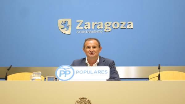 El concejal del PP, Ángel Lorén, en rueda de prensa en el ayuntamiento