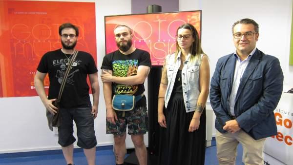 El concejal Javier Merino con el grupo 'The Monster Lover' ganador Gota Music