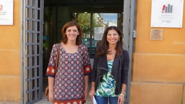 Izaskun Fernández y María Marrodán concejalas del PSOE en la Biblioteca Azcona