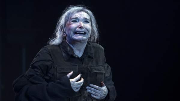 La actriz Núria Espert en un momento de 'El rei Lear' en el Teatre Lliure