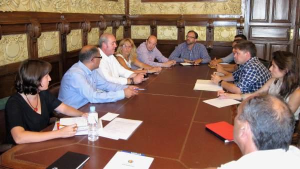 Reunión entre los concejales Luis Vélez y María Sánchez e industriales de EL Val