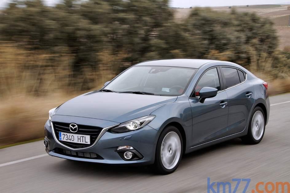 Ayudas a la conducción del Mazda 3. El Mazda 3 tiene elementos de ayuda a la conducción como el programador de velocidad activo, la alerta por cambio involuntario de carril o el frenado automático a bajas velocidades ante riesgo de colisión.