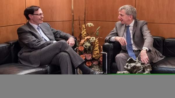 El consejero vasco de Hacienda, con el ministro de Finanzas de Irlanda