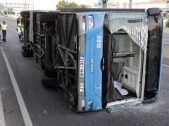 Un autobús de la EMT vuelca en la A-1 y deja 15 heridos