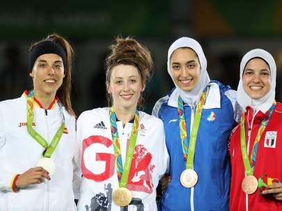 Eva Calvo con la medalla de plata