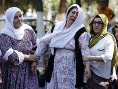Familiares de las víctimas del atentado en una boda kurda en Gaziantep, Turquía