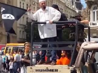 Grupo antimusulmán causa el pánico en Praga