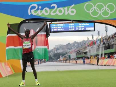 Kipchoge, medalla de oro en el maratón olímpico de Río 2016