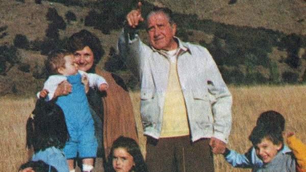 Pinochet y su esposa Lucía Hiriart