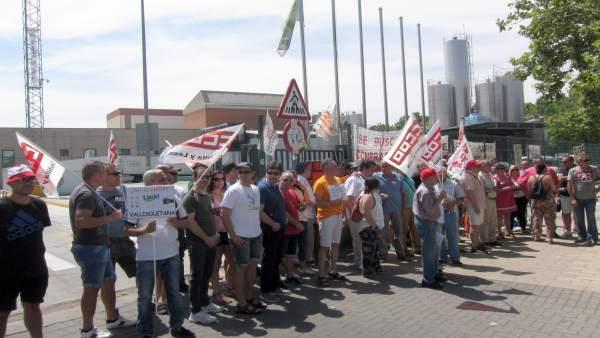 Movilización de trabajadores de Lauki ante Central Lechera Vallisoletana