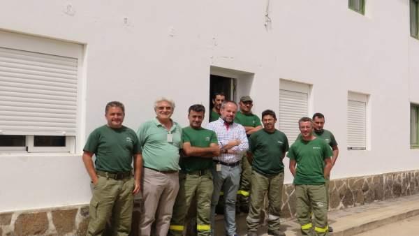 El delegado de Medio Ambiente visita el retén del Infoca en El Cabril