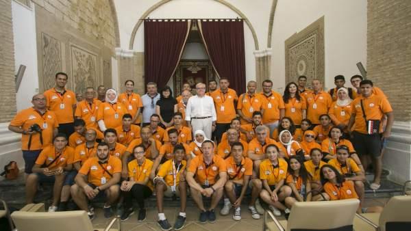 Representantes institucionales con los 'scouts'