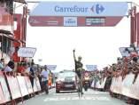 Calmejane celebra su victoria en la Vuelta