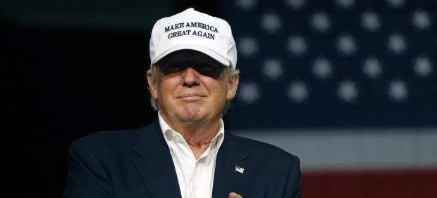 Trump se modera para atraer a los hispanos: ahora solo quiere expulsar a