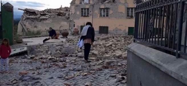 """Medio Amatrice """"desaparece"""" tras el sismo en Italia"""