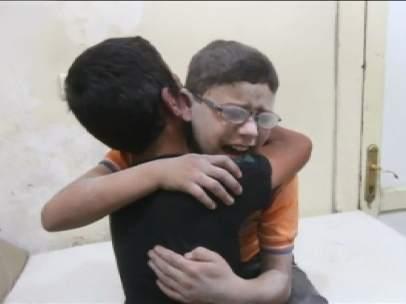 Niños sufriendo los bombardeos en Alepo