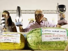 Antonio González ha ganado el concurso de sandías con una de 85.6 kilos