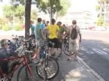 """Los vecinos de Arganzuela reivindican el uso de la bici con la iniciativa de la """"meloncleta"""""""