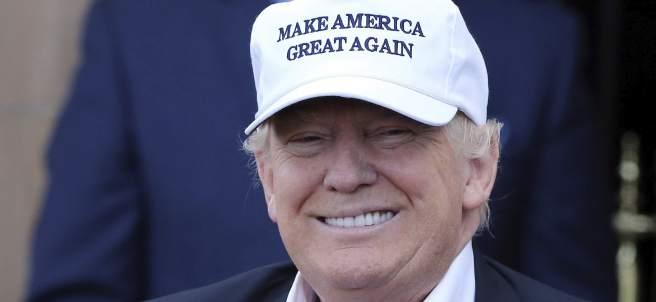 Donald Trump, con una gorra de su campaña
