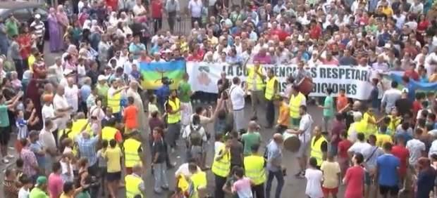 """Miles de musulmanes protestan en Melilla para que se respete """"la fiesta del sacrificio"""""""