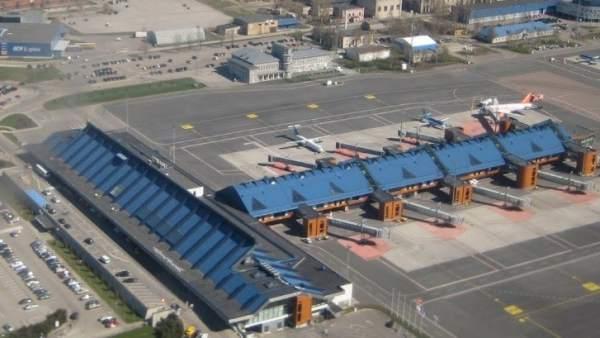 Vista aérea del aeropuerto de Tallín, Estonia