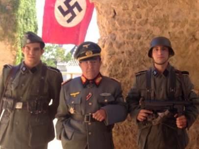 Actores ataviados con uniformes del ejército nazi.